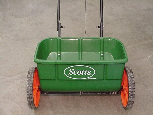 Lawn Spreader Rotary or Drop